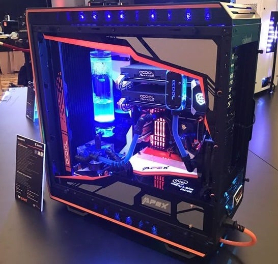 PC case with liquid cooling